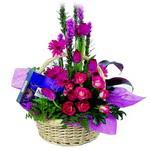 çikolata ve sepette çiçek   Eskişehir internetten çiçek satışı