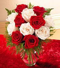Eskişehir online çiçekçi , çiçek siparişi  5 adet kirmizi 5 adet beyaz gül cam vazoda