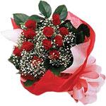 Eskişehir hediye sevgilime hediye çiçek  KIRMIZI AMBALAJ BUKETINDE 12 ADET GÜL
