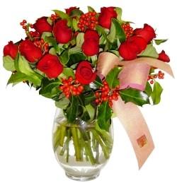 Eskişehir 14 şubat sevgililer günü çiçek  11 adet kirmizi gül  cam aranjman halinde