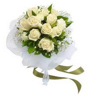Eskişehir hediye çiçek yolla  11 adet benbeyaz güllerden buket