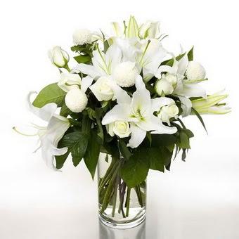 Eskişehir internetten çiçek satışı  1 dal cazablanca 7 adet beyaz gül vazosu