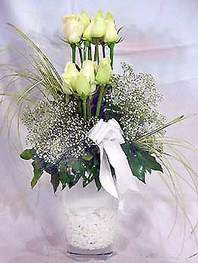 Eskişehir kaliteli taze ve ucuz çiçekler  9 adet vazoda beyaz gül - sevdiklerinize çiçek seçimi