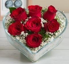 Kalp içerisinde 7 adet kırmızı gül  Eskişehir internetten çiçek satışı