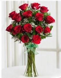 Cam vazo içerisinde 11 kırmızı gül vazosu  Eskişehir İnternetten çiçek siparişi